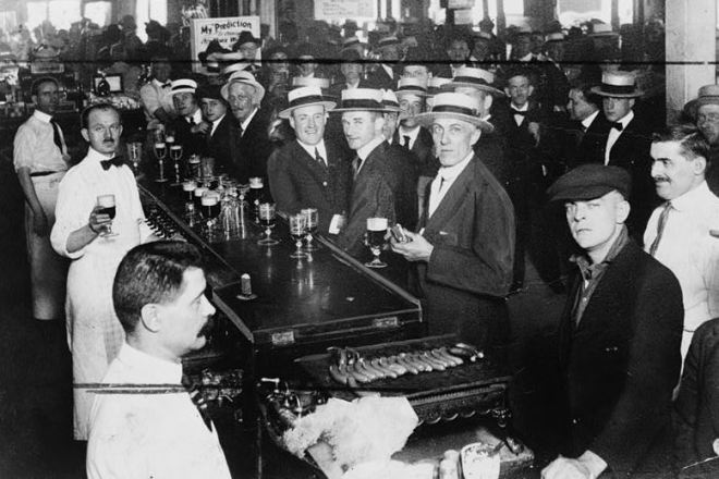 Interior-of-a-crowded-bar-moments-before-midnight-June-30-1919-when-wartime-prohibition-went-into-effect-New-York-City