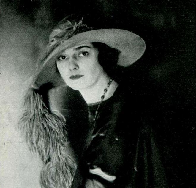 Julia_Hoyt_-_Mar_1922_Tatler