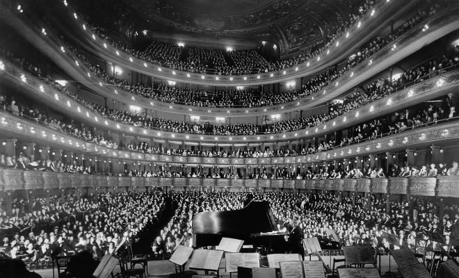 1920px-Metropolitan_Opera_House,_a_concert_by_pianist_Josef_Hofmann_-_NARA_541890_-_Edit